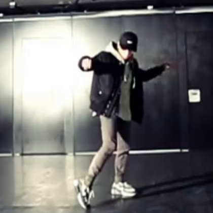 北京嘉禾舞蹈工作室 @嘉禾舞社国贸店 Van Free Versace On The Floor @云杰Van | 想学最好看最流行的舞蹈就来嘉禾舞蹈工作室。报名热线:400-677-8696。微信账号zahaclub。网站:http://www.jiahewushe.com #舞蹈##嘉禾舞社##嘉禾#