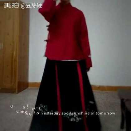 #汉服##小豆芽的成品秀#七秀的门派标志绣花裙子~和仙鹤刺绣的上襦~这就是~鹤顶红~~当当当