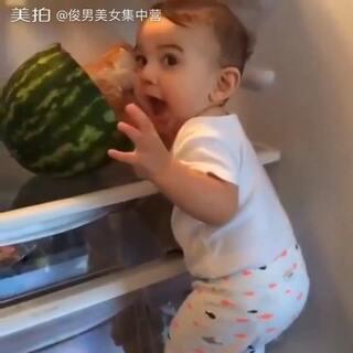 冰箱里面有西瓜……🍉😋#俊男美女乐开怀##冰箱里面有什么##拍下你面前的东西##异常满足##宝宝##fridge#