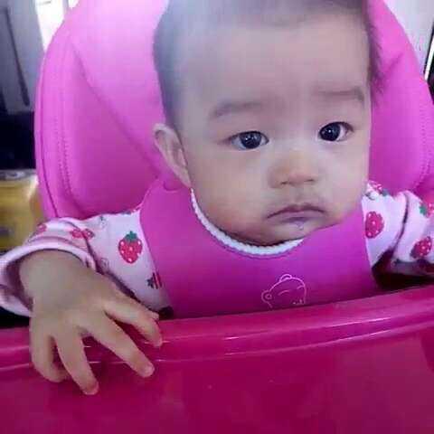 好久没录辅食了,今天桃子吃山药紫甘蓝米粉!吃