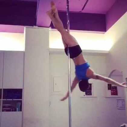 其實我很訝異自己的視頻能被如此的關注到,謝謝每一個鼓勵讓我更有動力創作新的東西給各位看,也謝謝每一個批評讓我有機會知道缺點並且蛻變成為更好的人,不管如何我還是會繼續跳下去,因為這是我喜愛的事情#舞蹈##poledance##心情#