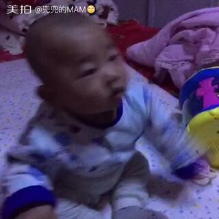 小叮当五个月+19天了,坐的比以前更稳了😙#宝宝成长日记##我家宝贝棒棒哒#