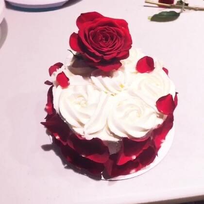 我和南瓜@👻小南瓜🎃 做的玫瑰蛋糕 哈哈哈 满屏都是玫瑰蛋糕🌹 下次我们做点什么呢