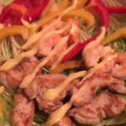 D2 轻食蔬菜沙拉 :生菜 鸡毛菜 彩椒 虾仁 鸡胸肉 #美食##年前减肥#为了迎接新年而减肥 ,瘦下来才可以放肆的大吃大喝😂