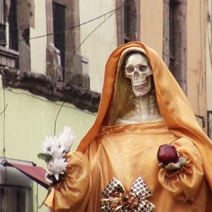 【索诺拉女巫的驱魔术】上集,墨西哥是一个各种巫术盛行的国家,这里的人民一旦遇到问题都会求助市场上的女巫,女巫们会施展各种法术为你驱魔,为了一睹女巫真容,雷探长闯入了女巫世界。#冒险雷探长##旅行##旅游#
