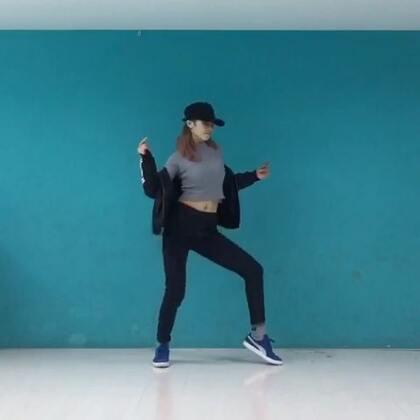 ✨EXO-dancing king✨#舞蹈#腰伤再犯,只能轻轻帅一下,撩你们也够了!#EXO#这个歌听着就开心,尤其喜欢最后一段!以前的外号都别叫了,现在开始,我叫dancing king!!哈哈哈哈哈😏微博👉http://weibo.com/u/1891128203 衣裤👉http://e22a.com/h.c41kRr?cv=wOsAUWdTdd&sm=8b8dc6