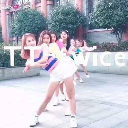 #舞蹈# 韩国妹子们今天外出有任务哦😎抽空来了遍#twice - tt#只录了一次过👏🏻 只是位置小 老出境 不过屋里宝宝们可都真美😍教学已发@甜甜家私人定制 微博:http://weibo.com/u/2487613615 @美拍小助手 #我要上热门##穿秀#