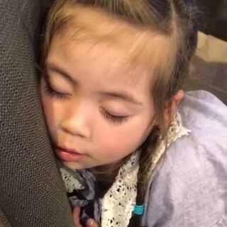 累成这样了,坐在椅子上就这么睡着了#宝宝#