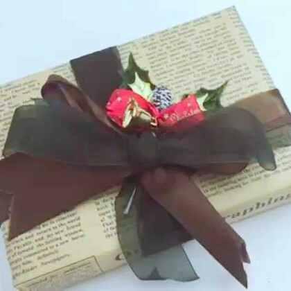 礼物的三种包装方法~圣诞节马上要到啦,有没有准备好的礼物要送人呢?快来学习一下怎么包装礼物吧!一定能派上大用场~#手工##圣诞手工礼物#💗微信:xjane1117