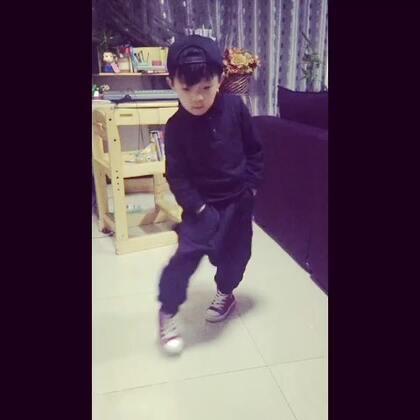 5岁小阿默也来个☺#seve鬼步舞#
