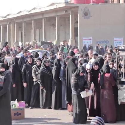 欢迎收看#联合国周刊#!本周,人道主义工作者正在与时间和严寒天气赛跑,帮助成千上万的人撤离阿勒颇东部。安理会通过决议向阿勒颇部署观察员,监督平民撤离进程。联大决定设立叙利亚追责机制。