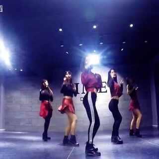 #舞蹈##韩国舞蹈##shake it#可爱韩舞演出练习室,sistar 的shake it 。简单好学,适合表演用。咨询17749548816