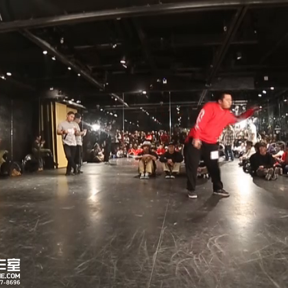 北京嘉禾舞社 嘉禾好Dancer Vol.8 Popping Battle 决赛 皮皮vs高阔 | 想学最好看最流行的舞蹈就来嘉禾舞蹈工作室。报名热线:400-677-8696。微信账号zahaclub。网站:http://www.jiahewushe.com #舞蹈##嘉禾舞社##嘉禾#