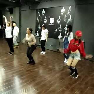 #白白老师urban dance编舞##火了##有很多小伙伴在身边耍##分组加全体##坚毅之舞工作室#