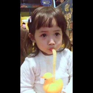 还是刘海短一些可爱~#宝宝##吃秀#
