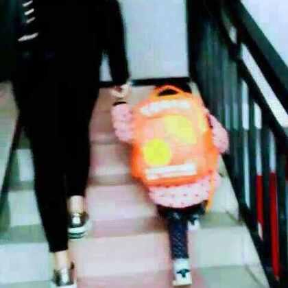 #萌娃#😂表姐和表妹的★#最萌身高差#最萌身高差加+最萌体重差👏👏
