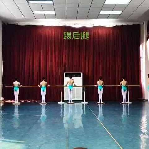 【邹晶🏊美拍】武汉市艺术学校3年级上学期女班...