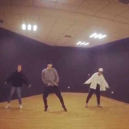 #KingSoul# 假期班的我的第一支编舞 音乐:告白气球 第一部分 温暖的歌曲享受就好 #舞蹈##男神##随手美拍#