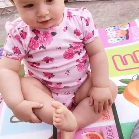 【混血宝宝艾比美拍】爱穿鞋的艾比😆 今天体检打了四...