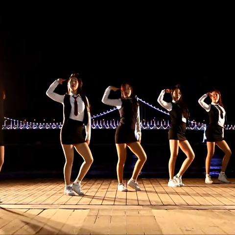 【爱玩的欧尼们언니들美拍】#爱玩的欧尼们#韩国女高中生街边...