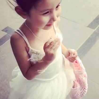 今天41度😂。舞蹈课下课啦~~终于集齐了20张奖励贴纸,换了她心心念念的项链,开心地一路蹦哒回家☺☺#宝宝##糖小希#
