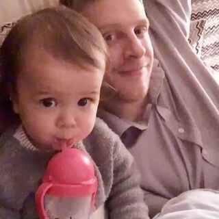 每天晚上都要和爸爸腻歪在一起看一集花园宝宝。❤️️#宝宝#关注微博http://weibo.com/u/2873092272