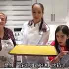 外婆,妈妈,女儿齐上阵,史上最大的芝士火腿!👵👩👧🌭#美食##搞笑#