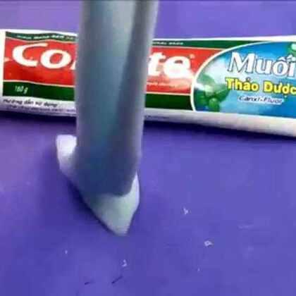 转来的,好有意思的诶嘿嘿,跟果冻泥一样的ʕ •ᴥ•ʔ只要牙膏,白糖,胶水~嗯转来的,憋打我@๑おあi妍汐๑