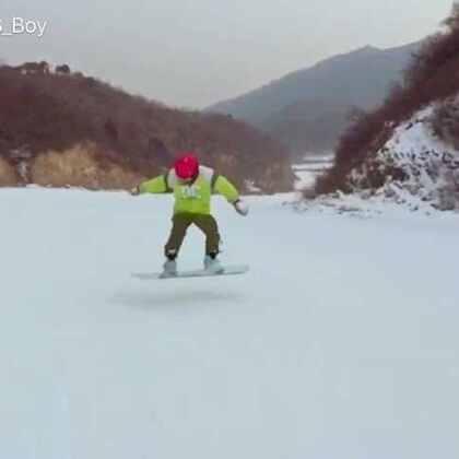 大年初一 滑雪 🏂 状态不是很好 #单板滑雪##单板##滑雪季##滑雪##我的单板滑雪日记#