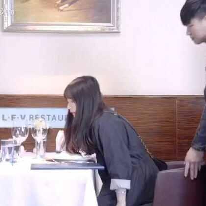 怎样才能显得自己是经常去高档餐厅的人?@智勇别这样 亲身示范 看完记得点赞哟😝评论告诉我👇你还见过什么装逼的例子(感谢后期@吴夏帆 摄影@东京24fps )#搞笑#