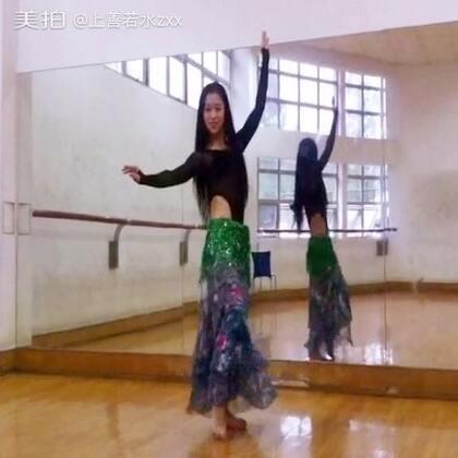 #舞蹈#肚皮舞初学(潇潇)#音乐# 跳得很生涩,笑容倒是很甜的😂