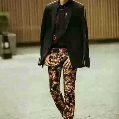 #王俊凯##tfboys#时间没有等我,是你忘了带我走,我左手过目不忘的的萤火,右手里是十年一个漫长的打坐。💛@TFBOYS-王俊凯