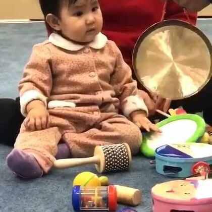 就果果一个人来上纽约家的音乐课,果果很乖很努力。亮眼睛👀#宝宝##萌宝宝#
