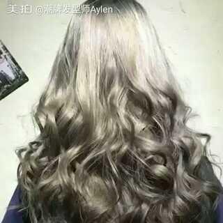 #发型##头发颜色#奶奶灰+气质大卷 甩起来动感十足