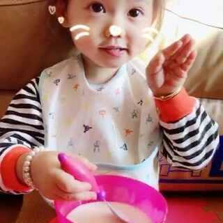 喝个酸奶还要卖萌😍😍😘😘#宝宝##随手美拍##家有萌宝宝#@美拍小助手 @萝莉正太萌宝宝