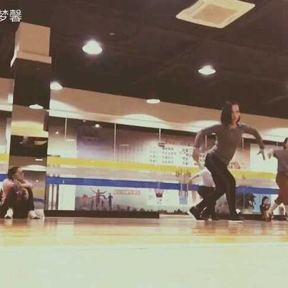 好久没有时间#跳舞#了,今晚健身房里正好跳#民族舞#就进来一起跳起来✌(业余水平不喜勿喷😅)#随手美拍##美拍小助手#