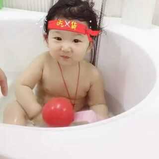 不让妈妈洗,不让阿姨洗,一言不合就喝洗澡水😢😢