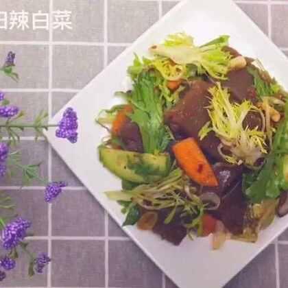 橡子冻,是一道非常健康的菜,不仅有提高身体免疫力的作用,还有降低胆固醇的功效!这样凉拌,更是清爽可口!快快试试吧!#美食##美食作业##地方美食#