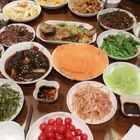 今儿公公过生日,全家一起吃团圆饭,目测这顿饭得长五斤!!#吃秀##美食##锅儿姐就不嚼#