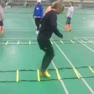 #足球宝贝##足球训练##足球女团#会唱歌会跳舞会踢球的宝宝们的日常训练,这条视频上了🍉的热门了,不知道美拍有没人看😧