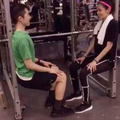 坐一張會讓人很躁鬱的椅子!@凱鈞老師 #fitness##puma#