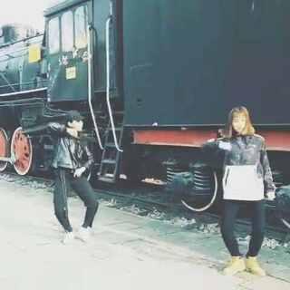 #街头表演##动力火车##teacher#和丹妮首次合作外景,很喜欢边欣赏美景边跳舞,忘记把花絮剪进去了