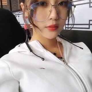 #时尚搭配##韩国舞蹈#已经剪掉了接的长发?说跟以前不像的 那是因为长大了学会打扮了…哈哈哈