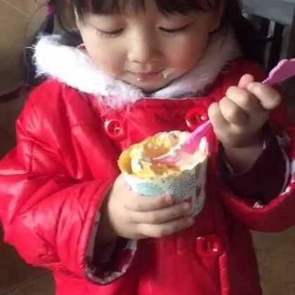 #宝宝##吃秀#蛋糕绝对是她本命!最爱的就是这一口😂