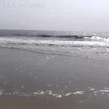 是不是有重世外桃源的感觉?这里是广东茂名的景点<浪漫海岸>!我不是特别喜欢沙滩,但这里,的确美!