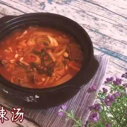 天冷的时候喝上一碗牛肉辣汤,再配上一碗大米饭,没有什么比这个更有满足感的啦……#美食##地方美食##美食作业#