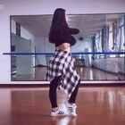 #舞蹈# 💋黄龄-痒💋 一直很喜欢龙舞天团eva老师编的这曲痒,动作十分有意境~头一回尝试这样的曲风,希望大家不嫌弃😛。(其实我特别想更新小女友的手枪舞,可是……我更不更呢?放弃跳韩舞嘛?😞#舞蹈痒#
