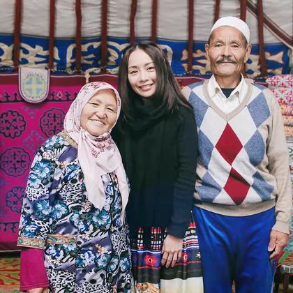 【Joanna 劉韋彤's Journey】拜訪哈薩克家族 本週來到外蒙古旅行的最終章,探訪在外蒙具有崇高地位的「哈薩克族」,他們精巧的手工與縫製技巧讓人驚嘆!看哈薩克老奶奶變身設計師,縫製出蒙古國最長裙子,告別這個離銀河最近的國度,我們下次再見! #逛拍##明星名人##蒙古國##joanna##旅行#