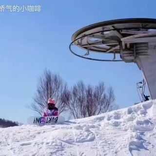 站在山顶,好像全世界都在脚下!#小咖啡去滑雪##我要上热门##单板滑雪#@美拍小助手