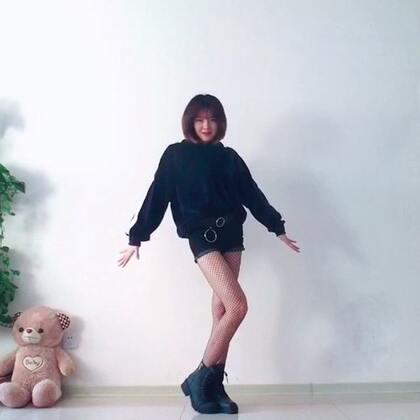 💫💫鬼怪—CLC重录一遍。深深的嫌弃自己第一次辣么粗糙的翻跳。以后不会再速度扒速度录了🌚#clc-鬼怪#第一次穿网袜跳舞,好羞耻的赶脚🌚#舞蹈#中间不不实力抢镜两次🐶🐶#韩流一手党#@韩流一手党 不再去想下一个更新什么,女人啊,变化的太快了,哈哈🤷🏻♀️🤷🏻♀️